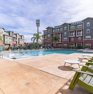 Vibrant Close To Uh Apartment With Pool photos Exterior