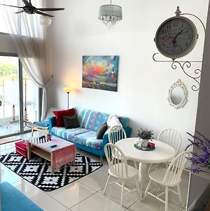 One South Flora 3Br Relaxing Home At Seri Kembangan 5Mins To Mines Or Bukit Jalil And 20Mins To Mid Valley Shopping Mall photos Exterior