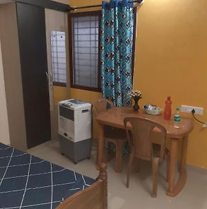 Well Furnished Studio Apartment photos Exterior