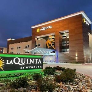 La Quinta Inn & Suites By Wyndham Dallas/Fairpark photos Exterior