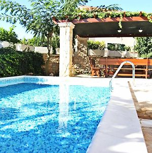Picturesque Holiday Home In Brac With Swimming Pool photos Room