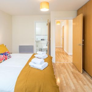 Central Watford Stylish 2 Bedroom Serviced Apartment With Free Parking photos Exterior