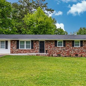 Clean & Close To Kennestone Hospital 4 Bedroom Property In Marietta photos Exterior