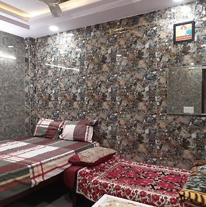 Cream Location Posh Lajpat Nagar Luxury Room With Attached Kitchen And Washroom photos Exterior