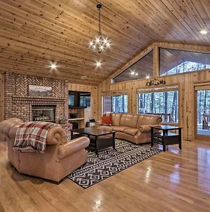 Expansive Pinetop Cabin With Fireplace And Grill! photos Exterior