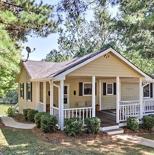 Lakefront Buckhead Cottage With Hot Tub And Game Room! photos Exterior