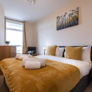 Ashford Central Apartments - Perfect For Family Holidays, Contractors & Corporate Workers With Free Private Parking & Free Fast Wi-Fi Service photos Exterior