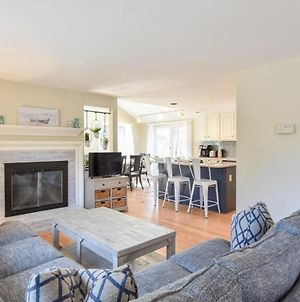810 Beautifully Updated Steps From Private Pond Access Short Drive To Breakwater Beach photos Exterior