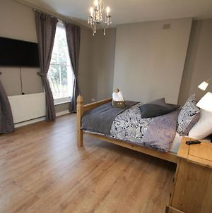 Amazing Newly Refurbished Rooms Close To The Station photos Exterior