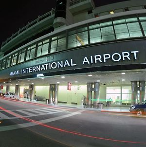 Stay In Miami Heart photos Exterior