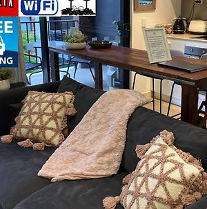 Deluxe Close To City Wifi Netflix Wine Parking photos Exterior