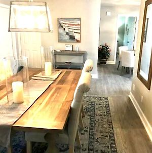 Stylish Updated Retreat Large For Family Reunion Or Fun Time With Friends Close To Beach And Shop photos Exterior