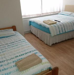 Room In Guest Room - Family Room Sleeps 3 With 1 Double And 1 Single Bed Ground Floor Private Shower photos Exterior