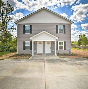 Clarksville Townhome With Yard On City Park! photos Exterior