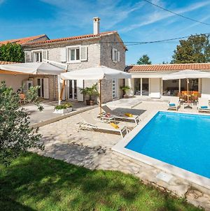 Awesome Home In Zminj With Outdoor Swimming Pool, Wifi And 3 Bedrooms photos Exterior