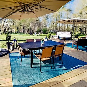 Wooded Oasis With Firepit, Lawn & Amazing Locale Home photos Exterior