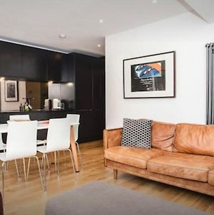 Stylish Newly Refurbished 2-Bed Flat With Terrace photos Exterior