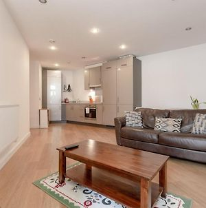 Stunning 2 Bedroom Property Near Limehouse photos Exterior