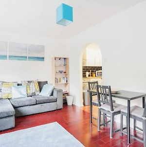 Modern And Homely 2 Bedroom By Canary Wharf photos Exterior