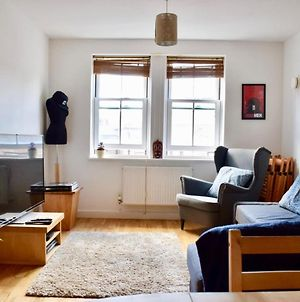 Fashionable 2 Bed Flat In Trendy Shoreditch photos Exterior