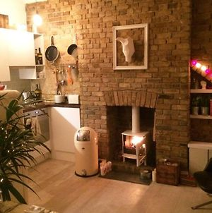 Beautiful Canalside 1-Bed Flat With Terrace photos Exterior