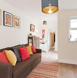 Charming Riverside Apartment - Minutes From City photos Exterior