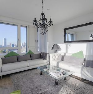 Spacious 3 Bedroom Apartment With Exceptional Views photos Exterior