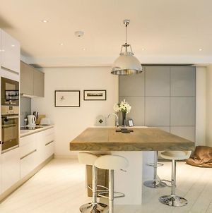 Luxury 2-Bed 2-Bath Loft-Style Flat In Covent Gdn photos Exterior