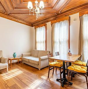 Nostalgic Apartment With Central Location Near Popular Attractions In Besiktas photos Exterior