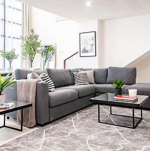 Sophisticated 2Br With Lush Interiors In Jvc photos Exterior