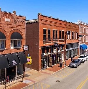 The Central Loft - On Town Square! Best Located Property photos Exterior