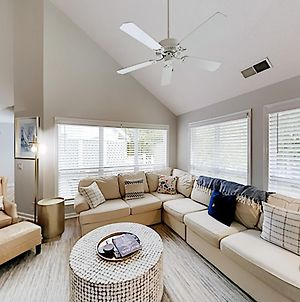 Chic Port Royal Townhome With Pools, Walk To Beach Townhouse photos Exterior