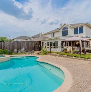Newly Renovated Home With Spacious Interior & Backyard Pool - Perfect For Large Families! photos Exterior
