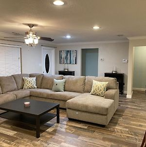 Spacious 3 Bedroom House 15 Mins From Clearwater Beach! photos Exterior