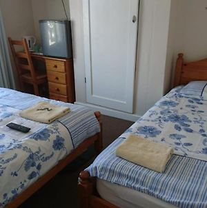 Room In Guest Room - Comfortable Family Room With Tv, Free Fast Wifi, Sleeps 4 With 1 Bunk Bed photos Exterior