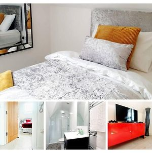 Bedford Town Centre 2-Bed Apartment Up To 4 Guests photos Exterior