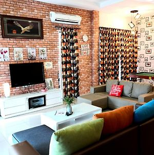 15Pax Lumut Lovely Home 10 Min To Beach Bbq Snooker Ps4 Game photos Exterior