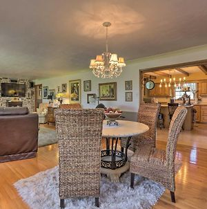 Spacious Home 2 Mi From Downtown Stanford! photos Exterior