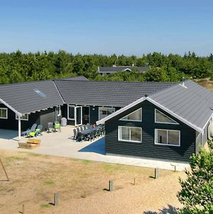 Eight-Bedroom Holiday Home In Blavand 2 photos Room