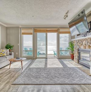 Witness Majestic Ocean Views From This Placid Apartment photos Exterior
