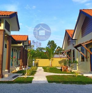 Anjung Ara Suites And Roomstays photos Exterior