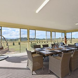 Noble Willow Homestead Lovedale. Super Spacious, With Views And Pool photos Exterior