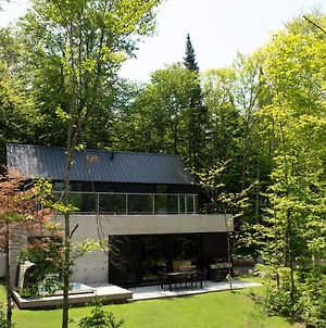 Architecture + Hot Tub By Reserver.Ca photos Exterior