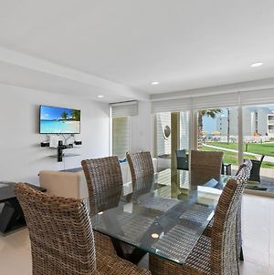 1St Floor Beachfront!! Steps From The Beach! Enjoy 2 Pools And Jacuzzi photos Exterior