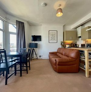 2 Bed Apartment, 4 People By Hospital & University + Free Parking photos Exterior