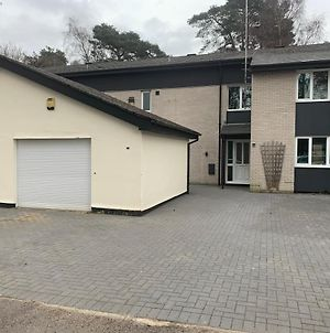 5 Bed Camberley Airport Accommodation photos Exterior