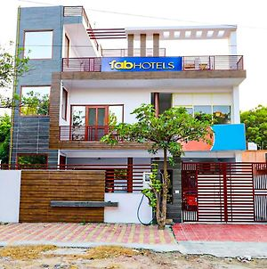Fabexpress Abodes House Noida - Fully Vaccinated Staff photos Exterior