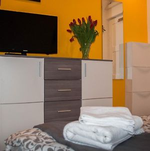 Lovely & Cosy Home With Wifi & Free Parking photos Exterior