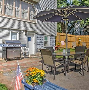 Cozy Agawam Studio With Yard 2 Miles To Six Flags! photos Exterior