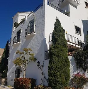 Particularly Stylish 3-Bedroom Townhouse In Popular And Sought After La Heredia photos Exterior